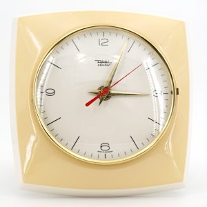 Cette horloge est neuve… pourtant elle date des années 60 ! horloge murale vintage diehl electro blonde retro